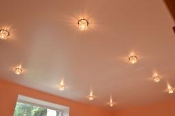Натяжной потолок Франция одноуровневый сатиновый